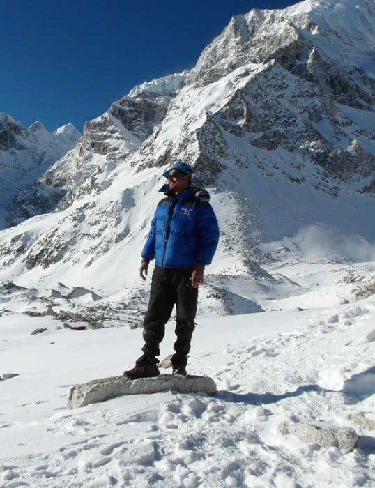 Trekking guide on Manaslu Circuit Trek