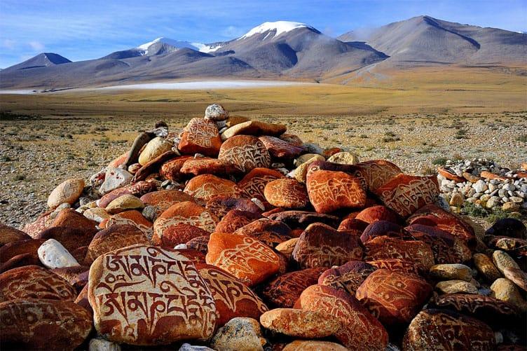 Stone mantras Tibet - Top activities to do in Tibet